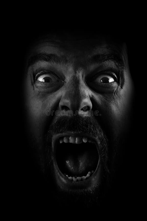 galen man spöklikt skrämmt skri arkivfoto
