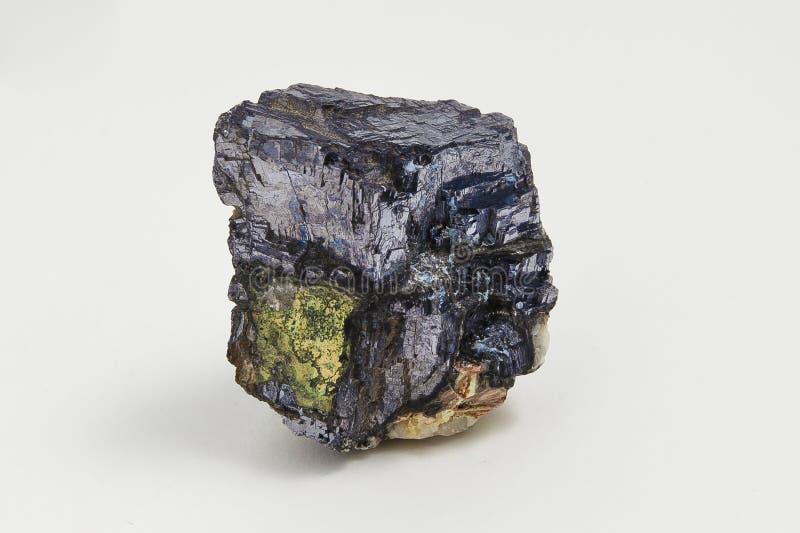 Galeno do minério no fundo branco foto de stock