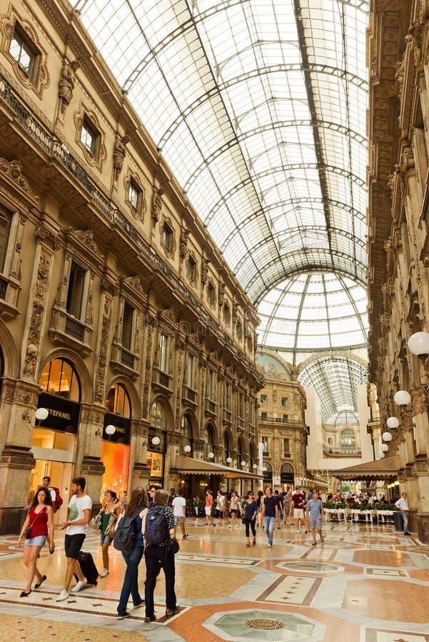 Galería de arte de las compras en Milán Galleria Vittorio Emanuele II, él fotografía de archivo