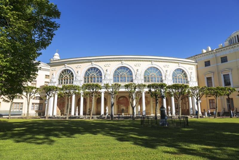 Galería de Gonzago, un conjunto arquitectónico y de los frescos del palacio de Pavlovsk Pavlovsk, St Petersburg imágenes de archivo libres de regalías