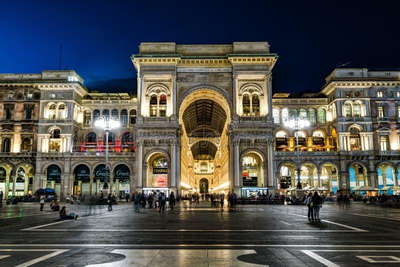 Galería de Vittorio Emanuele II en la noche en Milán, Italia fotografía de archivo libre de regalías