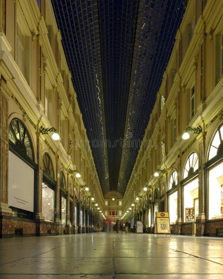 Galerías reales de Santo-Huberto francesas: Galeries Royales Santo-Huberto, holandés: Koninklijke Sint-Hubertusgalerijen, Brusela foto de archivo libre de regalías