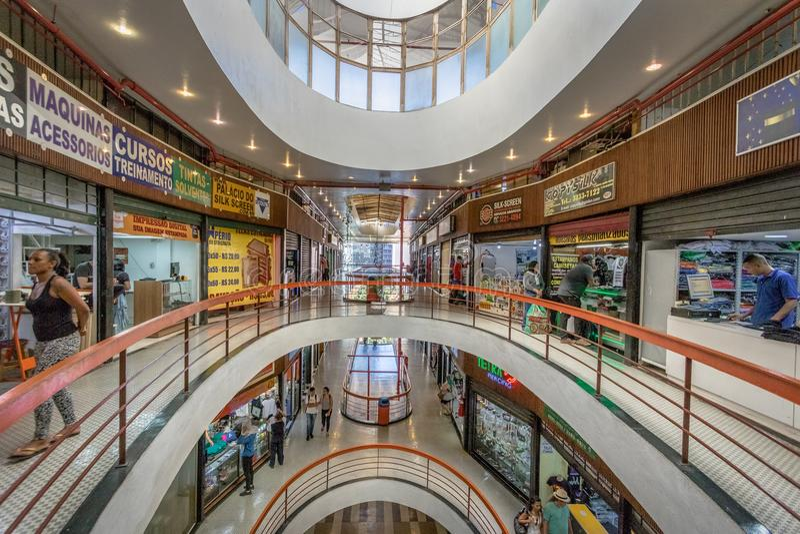 Galeria трясет фасад торгового центра галереи утеса в Dowtown Сан-Паулу - Сан-Паулу, Бразилии стоковые фото