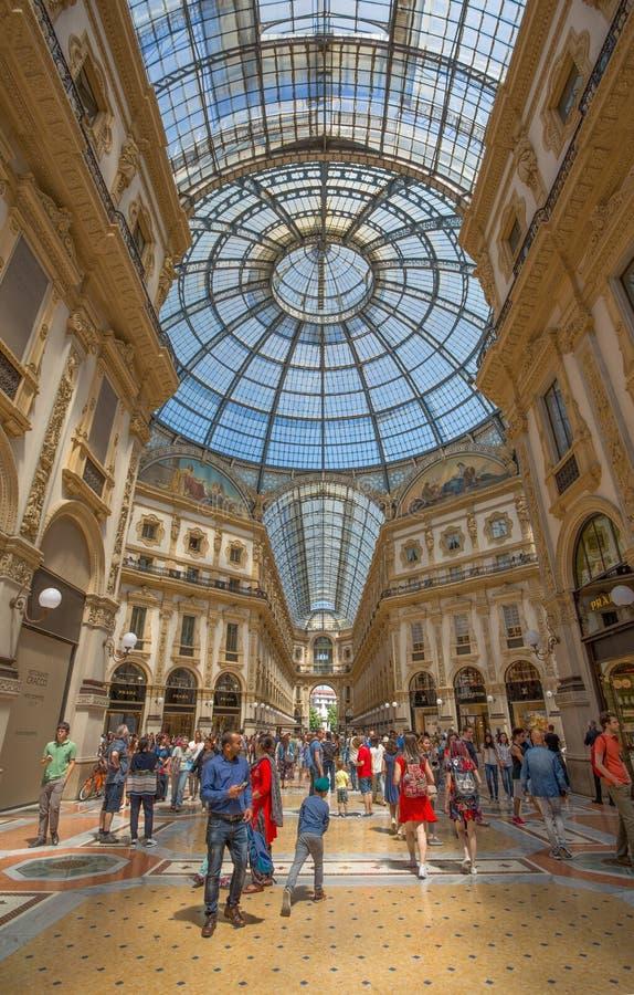 Galeria de Vittorio Emanuele II, shopping perto do quadrado do domo, Milão, Itália imagem de stock