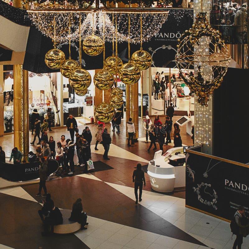 Galeria-Feiertagsdekoration in St Petersburg lizenzfreie stockfotos