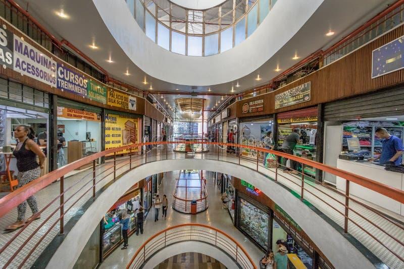 Galeria oscilla la facciata del centro commerciale della galleria della roccia a Dowtown Sao Paulo - Sao Paulo, Brasile fotografie stock