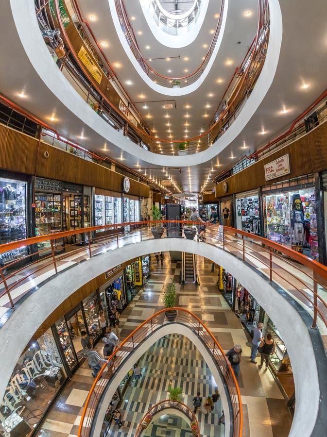 Galeria schaukeln Felsen-Galerie-Einkaufszentrum in Dowtown Sao Paulo - Sao Paulo, Brasilien lizenzfreie stockfotos