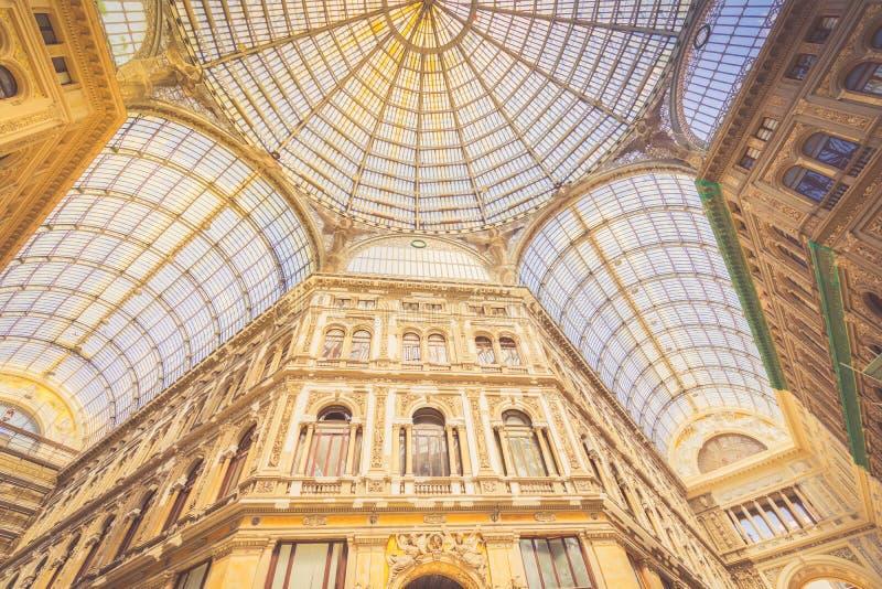 Galeria Umberto mim, galeria pública da compra em Nápoles fotos de stock