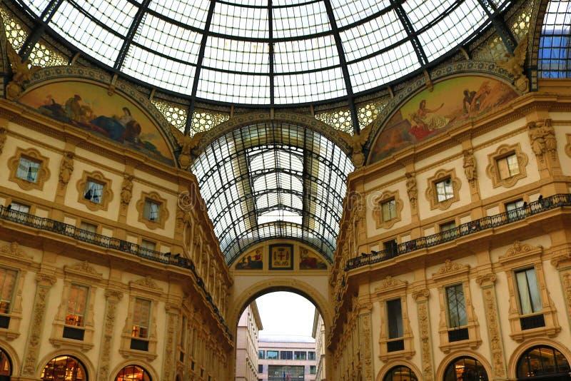 Galeria Vittorio Emanuele II dentro de Milan Italy fotografia de stock