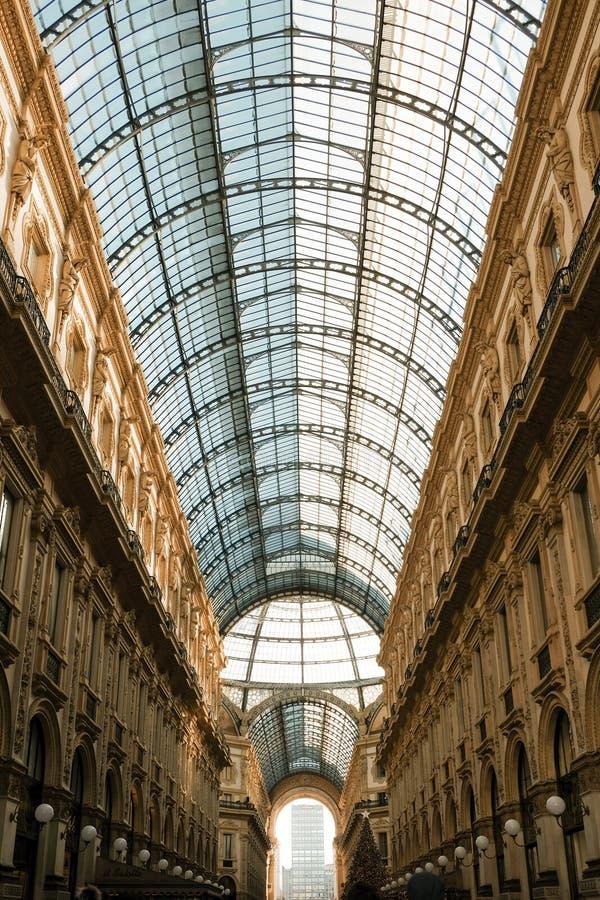 Galeria Vittorio Emanuele II Milão - telhado de vidro fotografia de stock royalty free