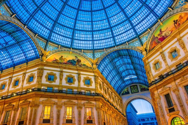 Galeria Vittorio Emanuele II no centro de Milão, Itália fotografia de stock royalty free