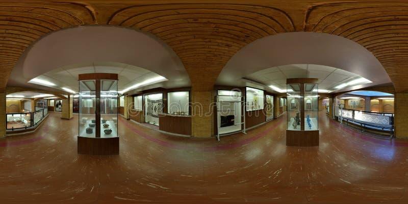 Galerias culturais arqueológicos do museu de Médio Oriente em Irã - o ângulo largo expandiu a vista imagens de stock royalty free