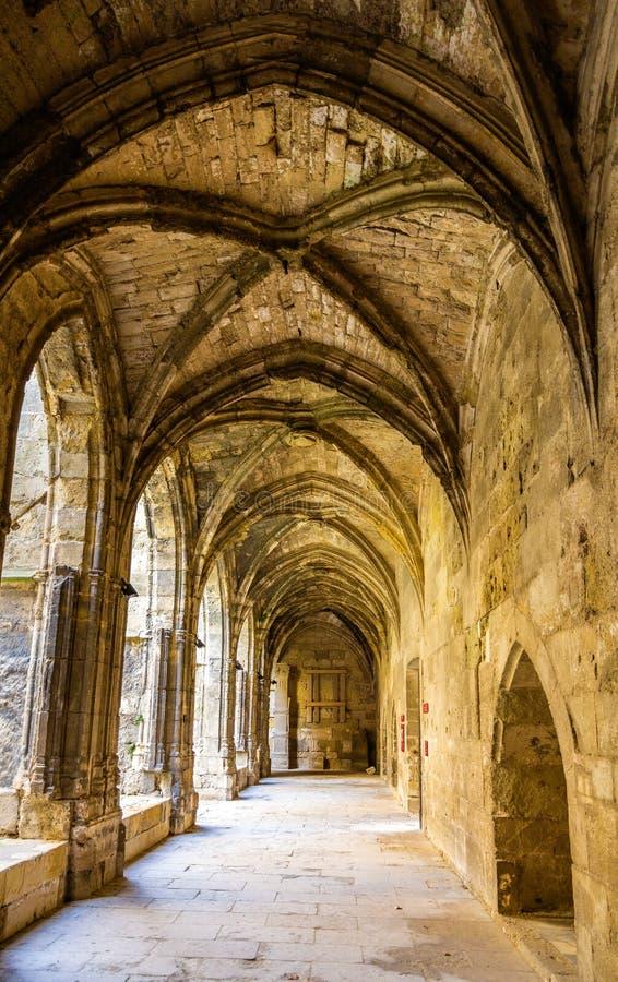 Galerie à la cathédrale de Narbonne images libres de droits