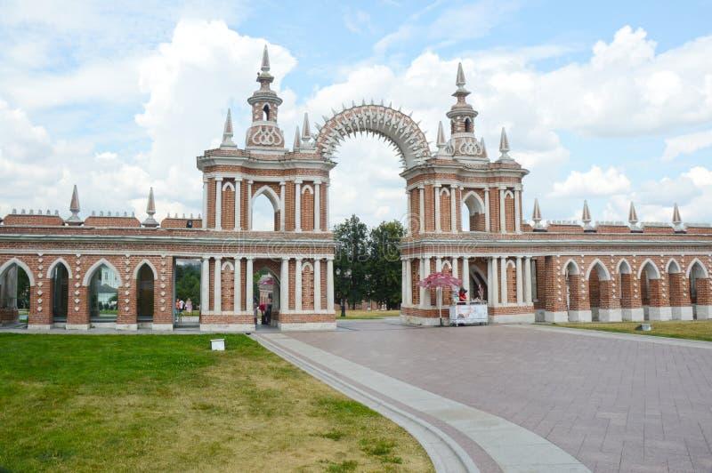 Galerie-barrière de Tsaritsyno d'ensemble avec un architecte Bazhenov 1784-1785 de porte image libre de droits