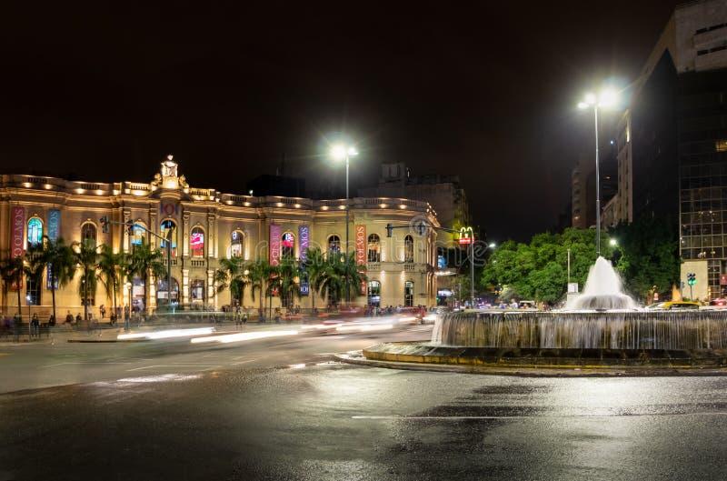 Galerie d'achats d'Olmos de patio la nuit - Cordoue, Argentine photos stock