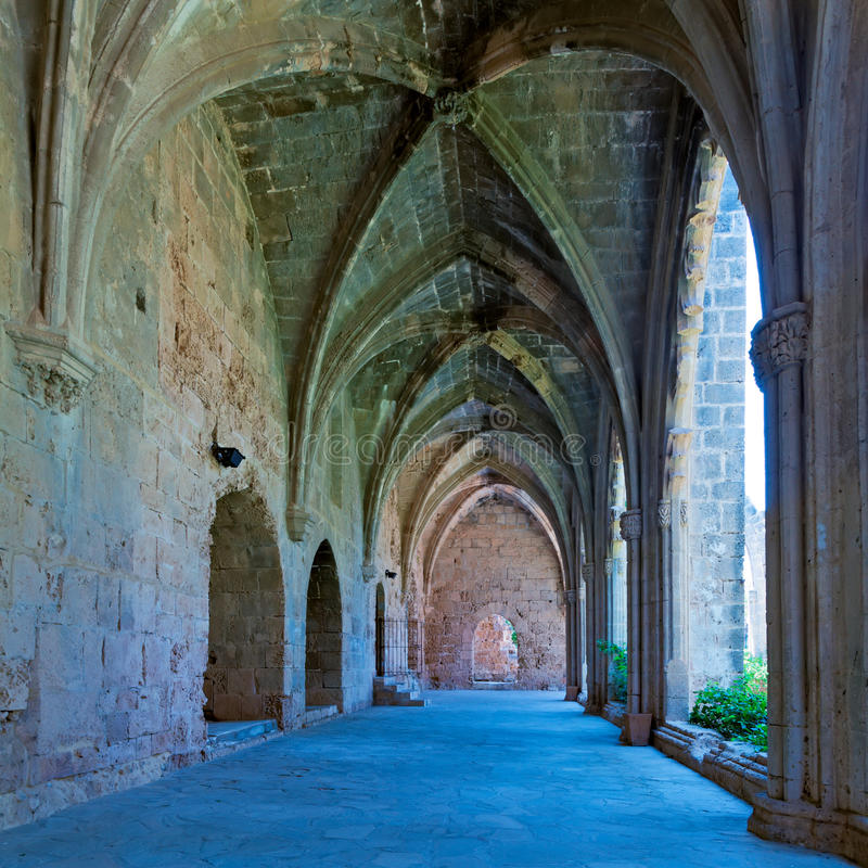 Galerie in der Bellapais Abtei, Kyrenia, Nordzypern lizenzfreie stockbilder