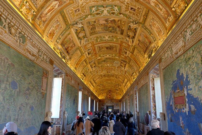 Galerie des cartes géographiques dans les musées de Vatican photographie stock