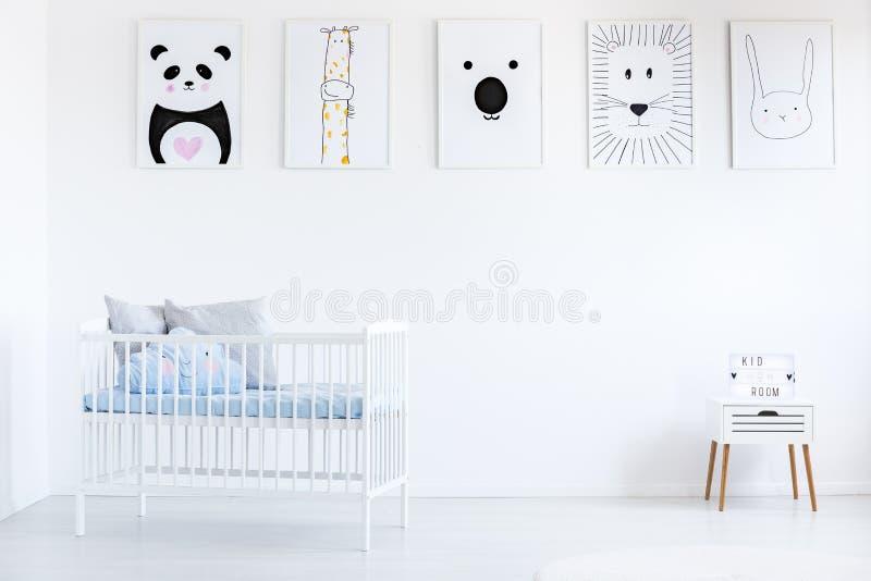 Galerie in Junge ` s Schlafzimmer lizenzfreie stockfotografie