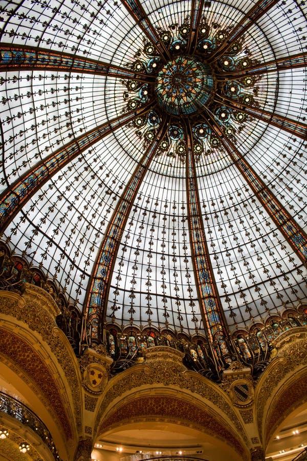 Galerie Lafayette i Paris, Frankrike fotografering för bildbyråer