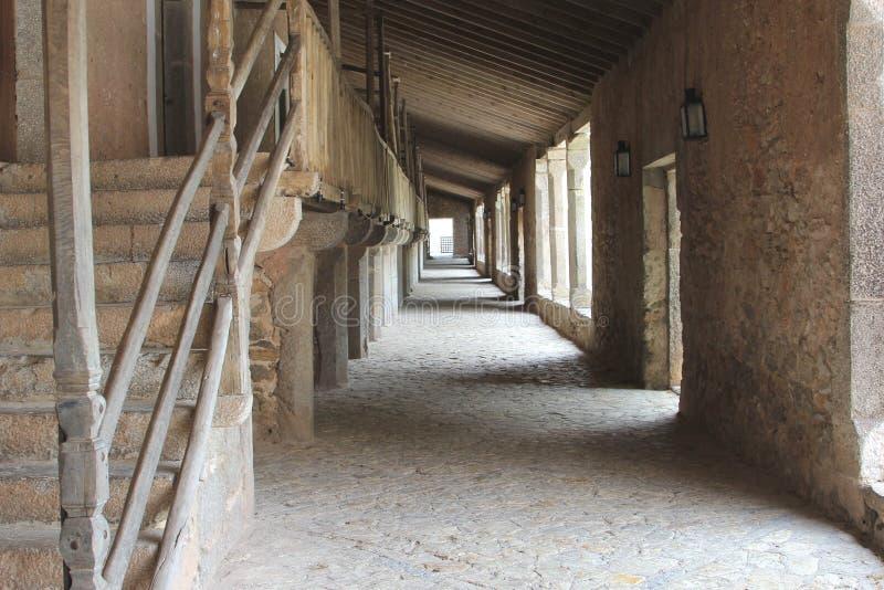 Galerie mit Zellen für die Mönche im Kloster Santuari de Lluc, Mallorca, Spanien stockfotos
