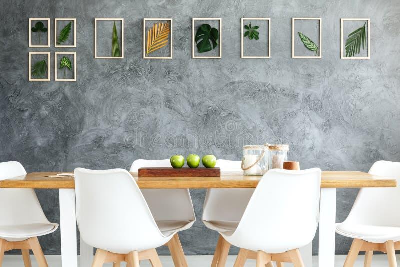 Galerie von gestalteten tropischen Blättern stockfoto