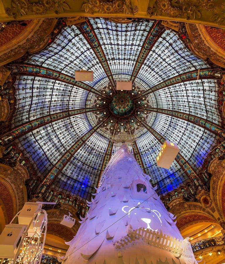 Galeries拉斐特,巴黎圆顶和玻璃  库存图片