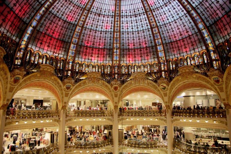Galeries Lafayette coprono con una cupola immagini stock libere da diritti