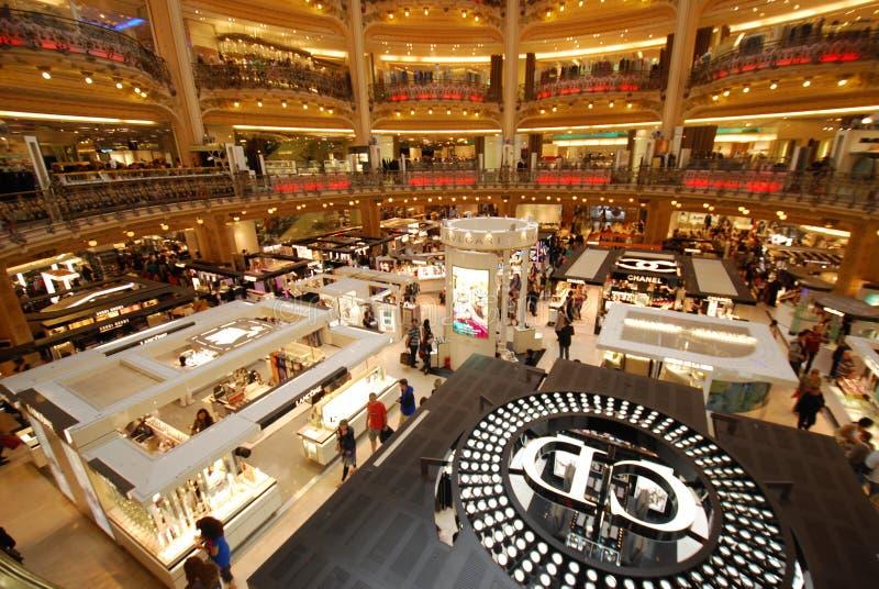 Galeries Lafayette-Opslag, kleinhandel, bibliotheek, groef, gokautomaat, boekhandel, boekhandel, kiosk royalty-vrije stock afbeeldingen