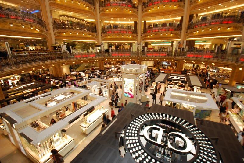 Galeries Lafayette-Opslag, kleinhandel, winkelcomplex, bibliotheek, groef, gokautomaat stock afbeeldingen