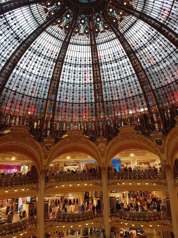 Galeries Lafayette in Parijs stock foto