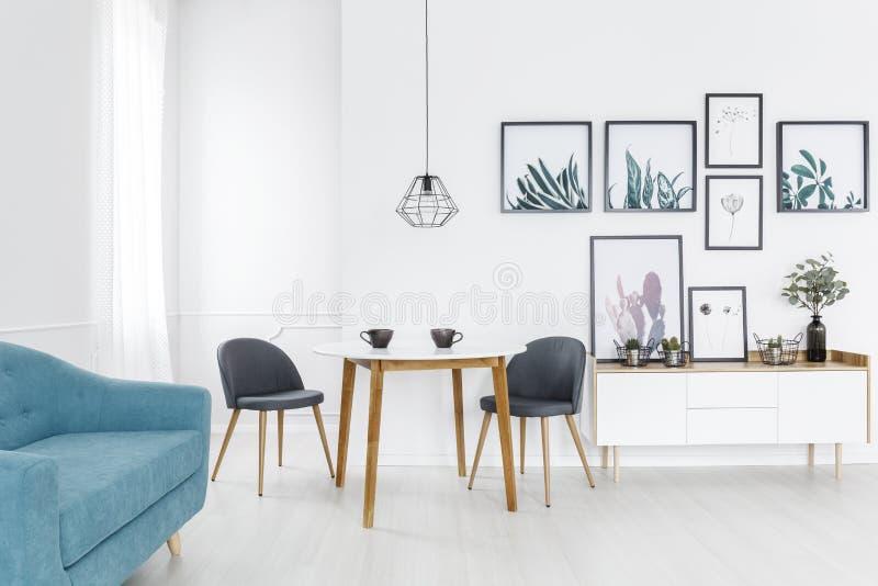 Galerij in woonkamerbinnenland stock foto