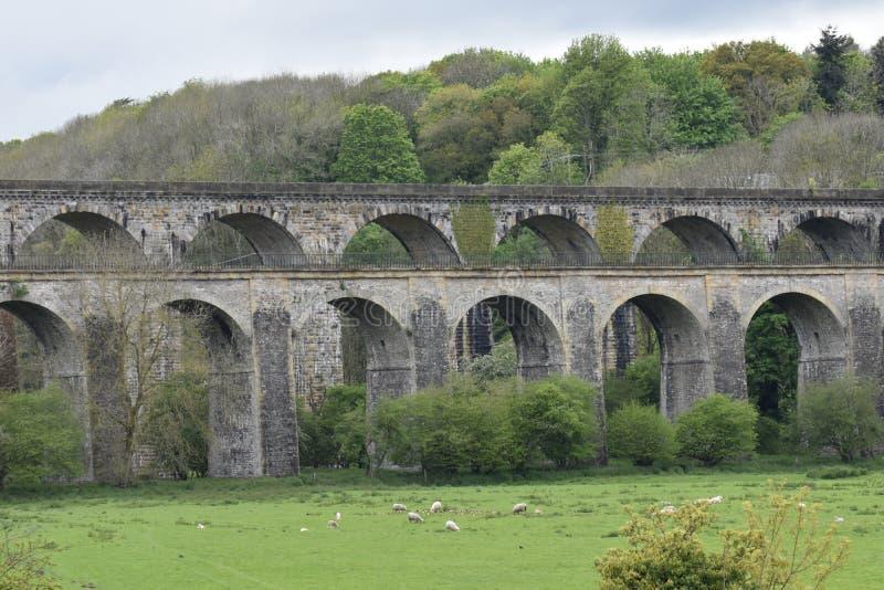 Gales, o vale de Ceiriog Chirk na beira de Inglaterra-Gales Um local do UNESCO O aqueduto e o viaduto imagem de stock