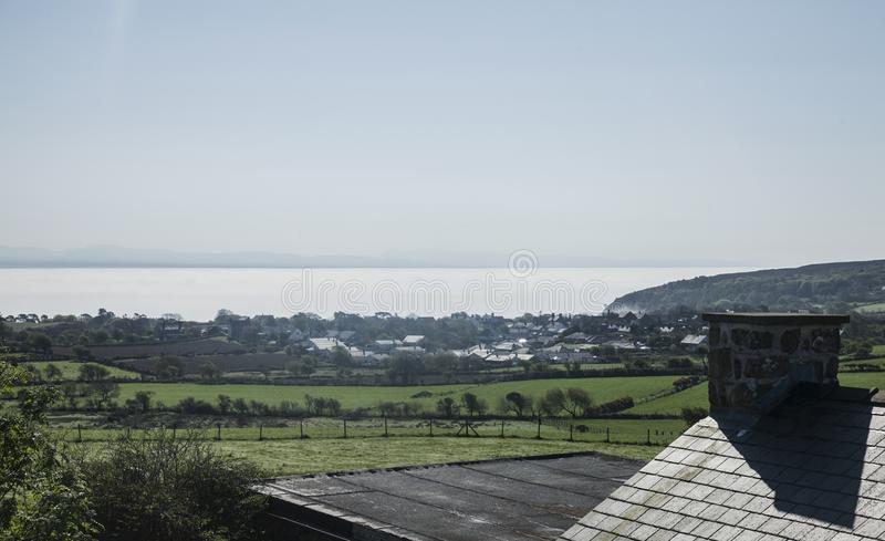 Gales - um dia ensolarado no campo foto de stock