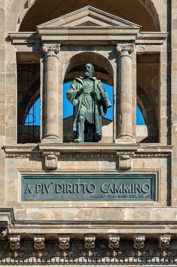 Galileo Galilei-standbeeld op de voorgevel van de Nationale Bibliotheek van royalty-vrije stock fotografie