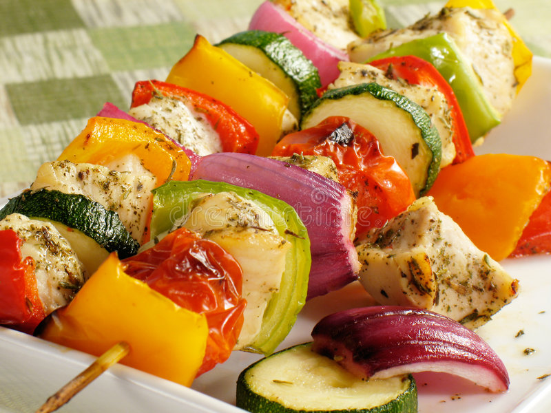 Galinha colorida Kebabs fotografia de stock royalty free