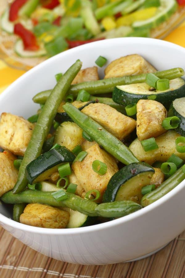 Galinha com vegetais foto de stock