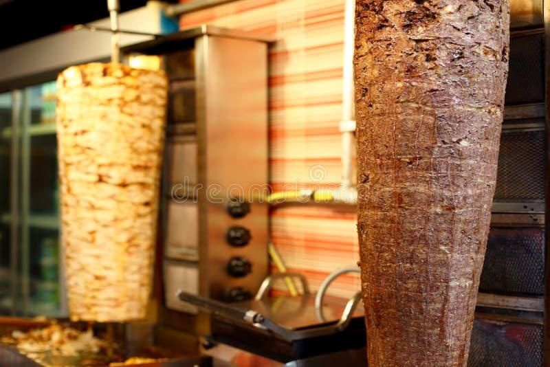 Galinha e carne do no espeto de Doner do turco fotografia de stock royalty free