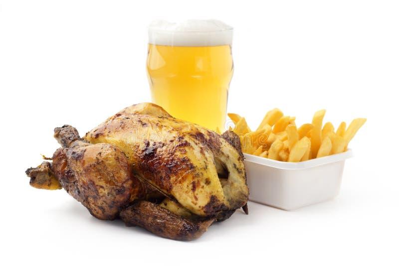 Galinha, fritadas e cerveja foto de stock