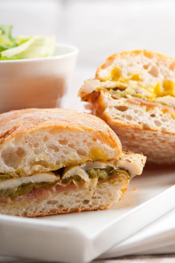 Galinha italiana do sanduíche do panini do ciabatta imagens de stock