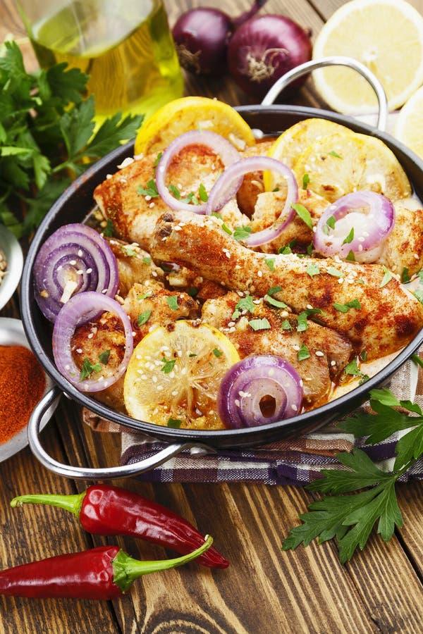 Download Galinha Picante Em Um Potenciômetro Cerâmico Imagem de Stock - Imagem de galinha, comer: 65579675