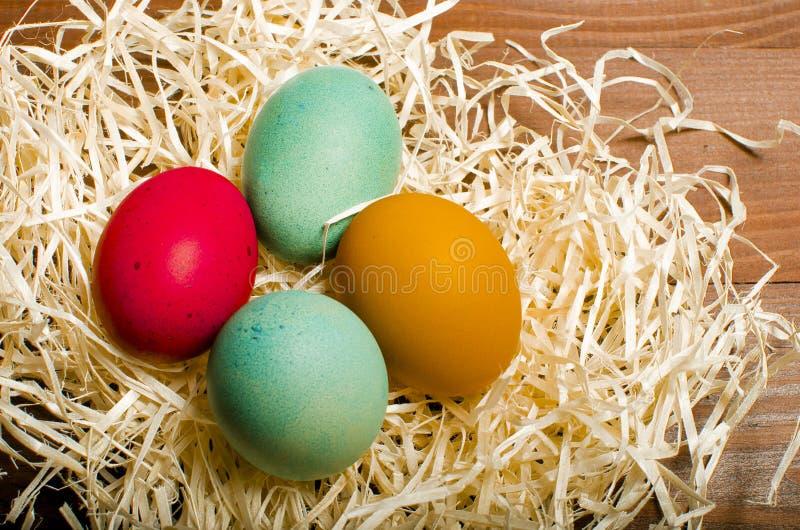 A galinha pintada eggs para o feriado cristão tradicional Easte imagens de stock royalty free