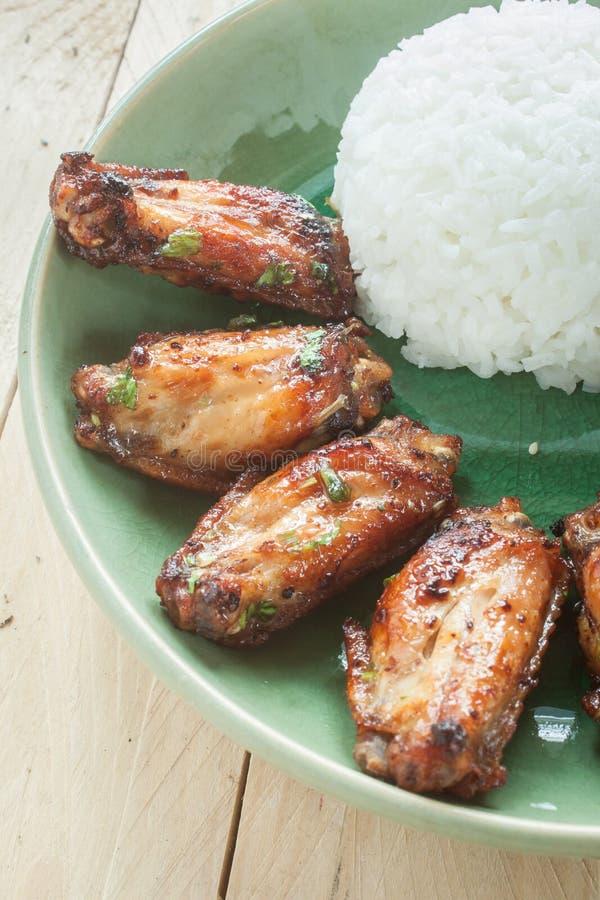 Galinha riceFried tailandesa, molho fritado do porkfish imagem de stock