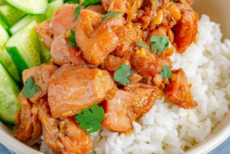 Galinha salteado chinesa do nardo no arroz fotografia de stock