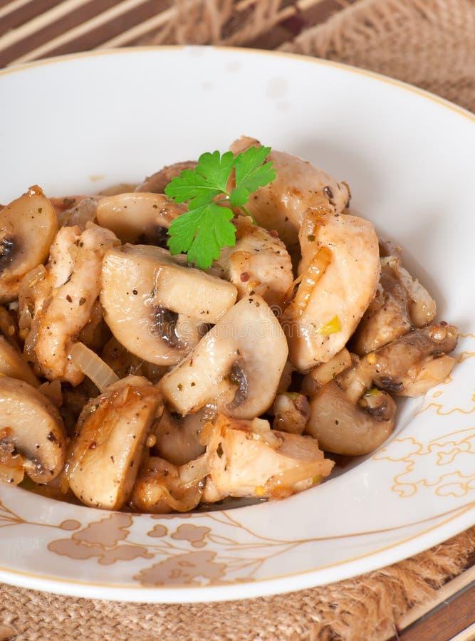 Galinha Sauteed com cogumelos imagem de stock royalty free