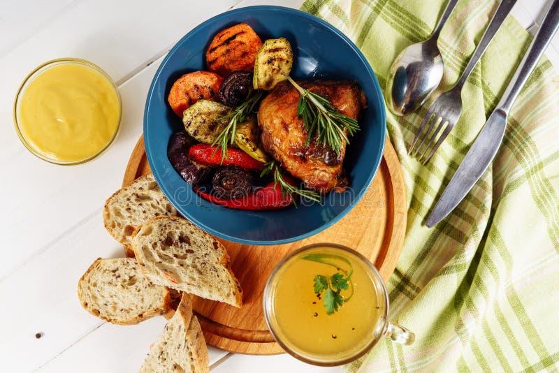 Galinha vegetal Hind Quarter Mustard Broth da grade fotografia de stock royalty free
