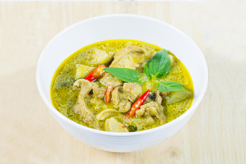 Galinha verde do caril, alimento tradicional e popular tailandês, cu verde foto de stock