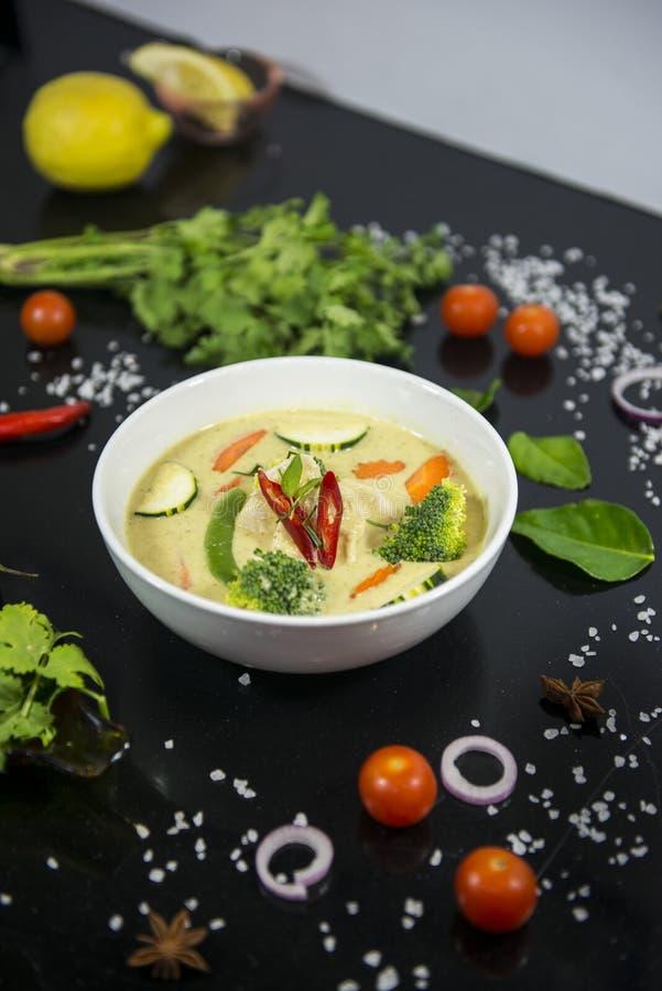 Galinha verde tailandesa do caril fotografia de stock