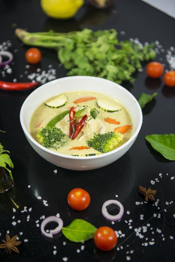 Galinha verde tailandesa do caril imagens de stock