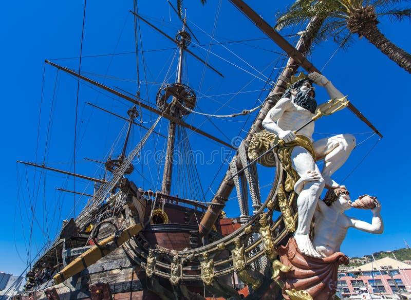 Galion Neptun dans le port de Gênes images stock