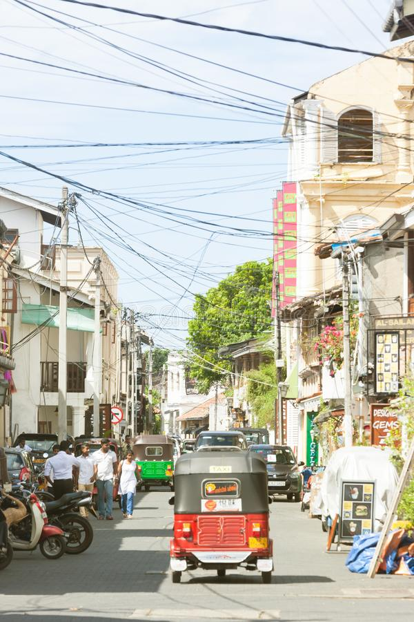 Galle, Σρι Λάνκα - το Δεκέμβριο του 2015 - ένα tuk-tuk που οδηγεί μέσω στοκ φωτογραφία με δικαίωμα ελεύθερης χρήσης